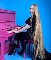 Gerçek Rapunzel: 16 yaşından beri saçını uzatıyor