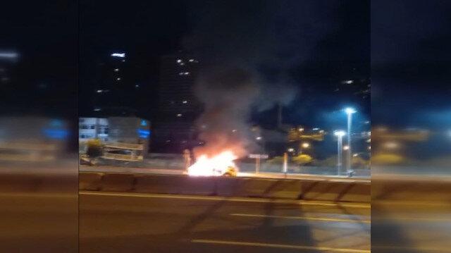 Kadıköy'de seyir halindeki ticari taksi alev alev yandı
