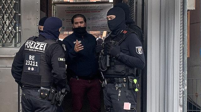 Fuat Oktay'dan Berlin'deki camiye yapılan polis baskınına tepki: Müslümanlardan özür dilenmeli