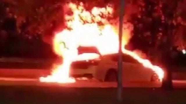 Kartal'da lüks otomobil alev topuna döndü