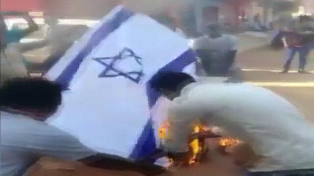 Sudan'da İsrail'le normalleşme girişimi protesto edildi: İsrail bayrağı ateşe verildi