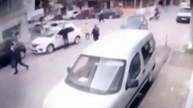 Bursa'da yaşlı kadın aracın altında kalmaktan son anda kurtuldu