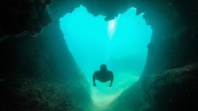 Gören hayran kalıyor: Antalya'da 'aşk mağara'sına turist akını