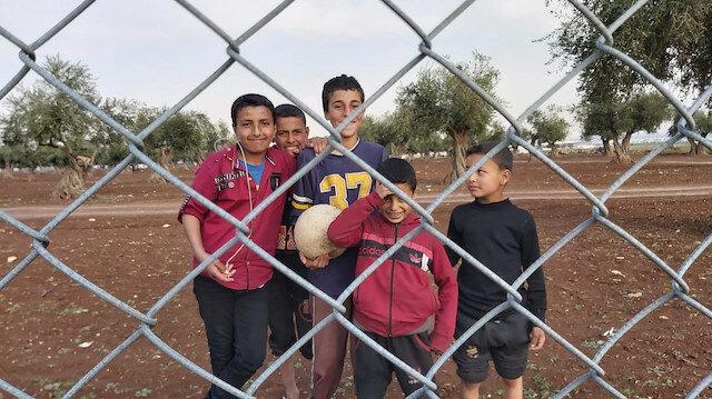 Suriye'de bacası tüten toprak evler yapıyoruz