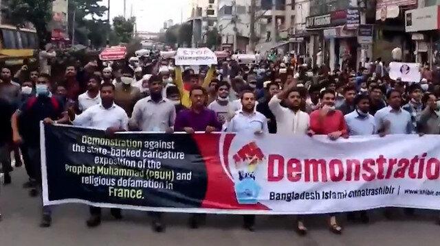 Bangladeş'te 40 bin kişi İslam karşıtı açıklamalar yapan Macron'u protesto etti