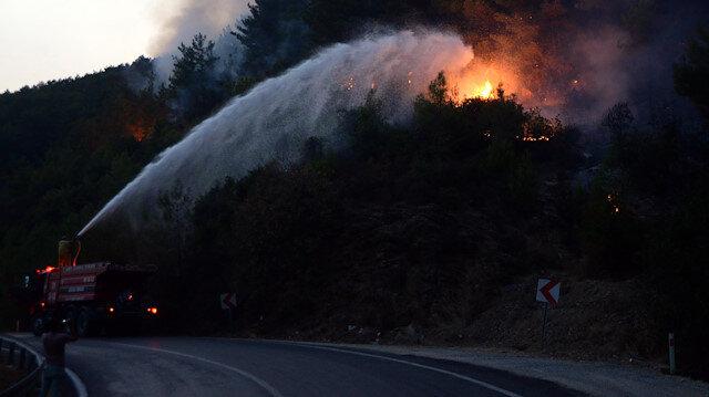 Mersin Anamur'daki orman yangını kontrol altına alındı: Mersin-Antalya kara yolu da yeniden trafiğe açıldı