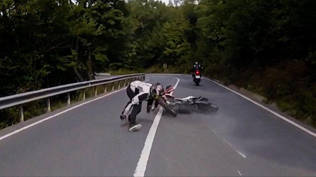 Şile'de motosiklet kazası kameraya böyle yansıdı: Düşer düşmez kalkıp motosikletinin peşinden koştu