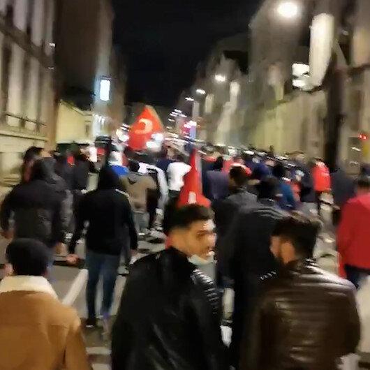 Fransada Türk, Pakistanlı ve Cezayirli Müslümanlar Türk bayrağıyla yürüyüş düzenledi