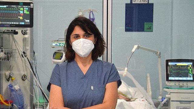 """Koronavirüsle mücadele eden kahraman doktorlar anlatıyor: """"Ölmek istemiyorum kurtarın beni diyen hastalar var'"""