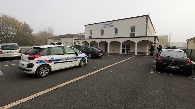 Fransa'da camiye yapılan kundaklanma girişimi kamerada: Benzin döküp yakacaklardı