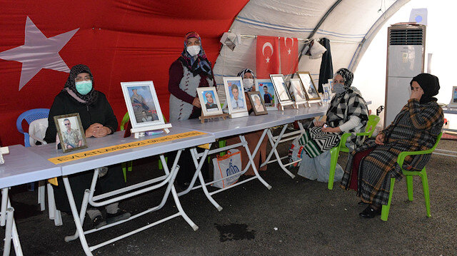 HDP önündeki evlat nöbeti aralıksız devam ediyor: 154 aile 426 gündür nöbette