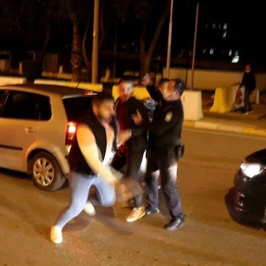 Kazayı unutup yolun ortasında tekme tokat kavga ettiler