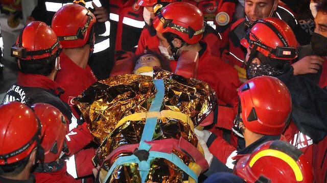 İzmir'de 58'inci saatte gelen mucize: İdil Şirin enkazdan sağ çıkartıldı