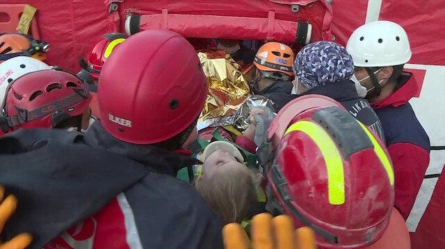 İzmir depreminde 65'inci saatte mucize: 3 yaşındaki Elif enkazdan canlı olarak kurtarıldı
