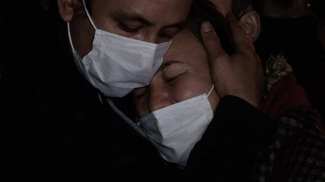 Rıza Bey Apartmanı önünde yürek burkan görüntüler: Ölenlerin yakınları gözyaşlarına boğuldu