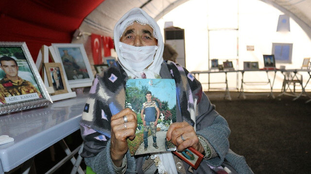 90 yaşında evlat hasretine dayanamadı: HDP binası önündeki nöbete katıldı
