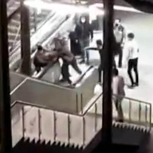 Küçükçekmecede kadın güvenlik görevlisine küfreden şahsı tekme tokat dövdüler