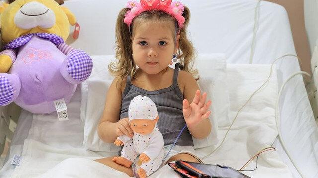 Enkazdan 91 saat sonra kurtarılan 3 yaşındaki Ayda Gezgin, tedavisinin ardından taburcu edildi