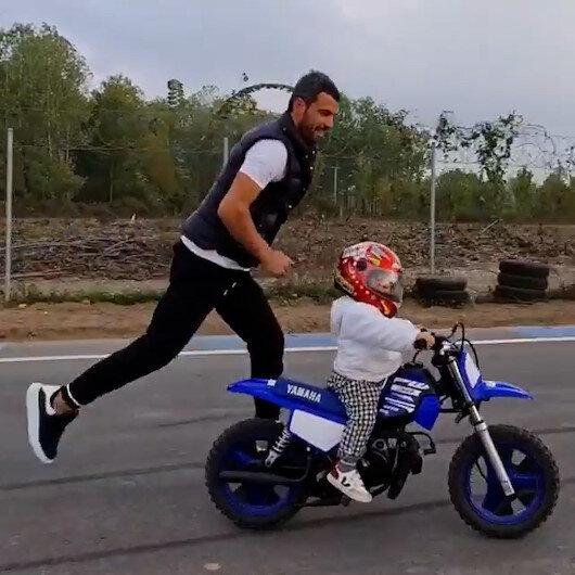 Dünya şampiyonu Kenan Sofuoğlu, 18 aylık oğlu Zaynın motosiklet kullandığı görüntüleri paylaştı