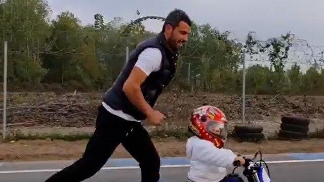 Dünya şampiyonu Kenan Sofuoğlu, 18 aylık oğlu Zayn'ın motosiklet kullandığı görüntüleri paylaştı