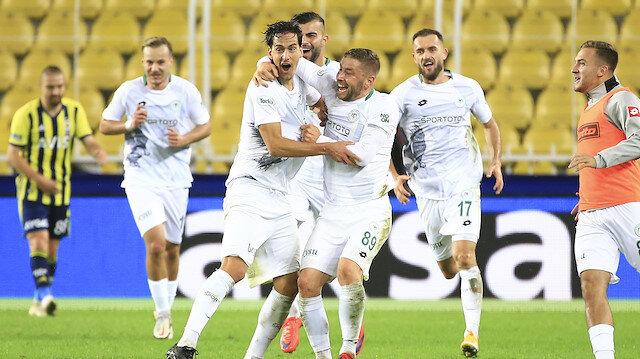 Konyaspor Kadıköy'de Fenerbahçe'yi devirdi