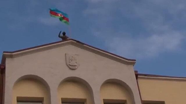Ermenistan işgalinden kurtarılan Şuşa Azerbaycan bayraklarıyla donatıldı