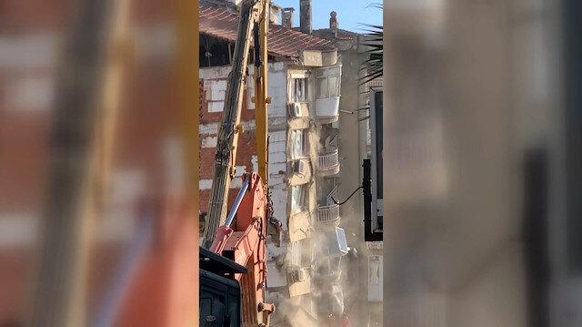 İzmir Bayraklı'daki kontrollü yıkım sırasında bina bir anda çöktü