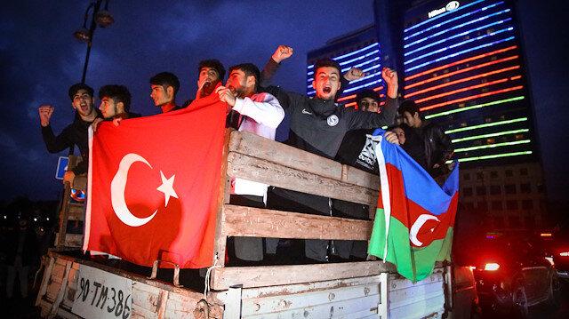 Tarihi zafer sonrası Azerbaycan halkı sokaklara döküldü