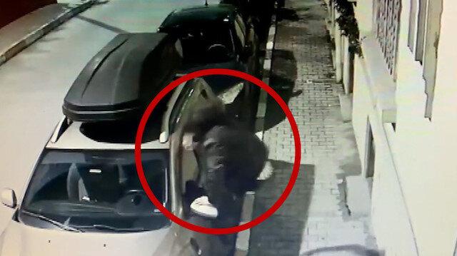 Beyoğlu'nda alkollü genç cipe tekmelerle saldırdı: O anlar kamerada