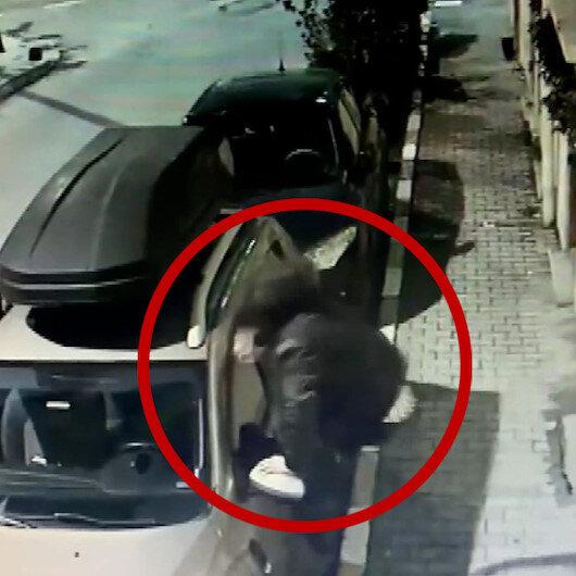 Beyoğlunda alkollü genç cipe tekmelerle saldırdı: O anlar kamerada