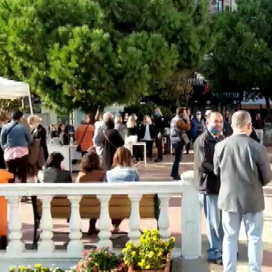 Aydının Kuşadası ilçesinde meydana gelen 4.8lik deprem sonrası vatandaşlar sokağa döküldü