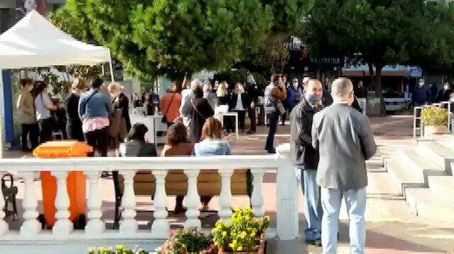 Aydın'ın Kuşadası ilçesinde meydana gelen 4.8'lik deprem sonrası vatandaşlar sokağa döküldü