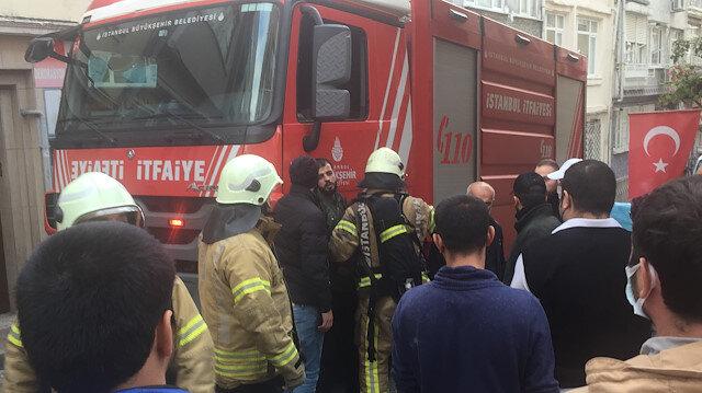 Fatih'te bir dairede yangın: Mahsur kalan Filistinliyi itfaiye ekipleri kurtardı