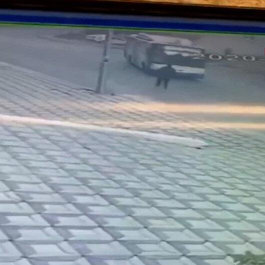 Faciadan dönüldü: Ankarada freni boşalan belediye otobüsü apartman duvarına çarptı