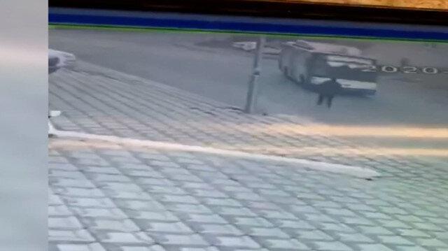 Faciadan dönüldü: Ankara'da freni boşalan belediye otobüsü apartman duvarına çarptı
