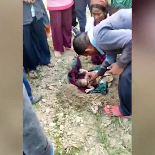 Hindistanda yeni doğmuş bir bebek, diri diri toprağa gömülmüş halde bulundu