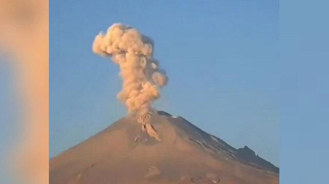 Meksika'daki Popocatépetl Yanardağı'nın patlama anı kamerada