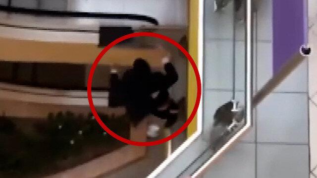 Rusya'da AVM'den giysi çalan genç kaçarken üçüncü kattan atladı