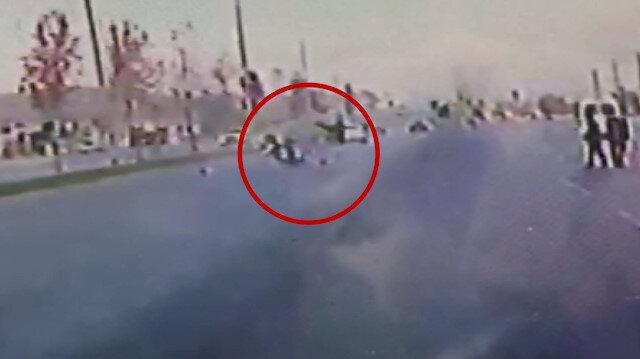 Denizli'de feci kaza: Süratli olduğu iddia edilen motosikletin çarptığı kadın metrelerce ileri fırladı