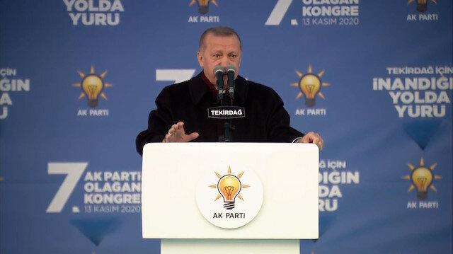 Cumhurbaşkanı Erdoğan'dan kalabalığa sosyal mesafe uyarısı