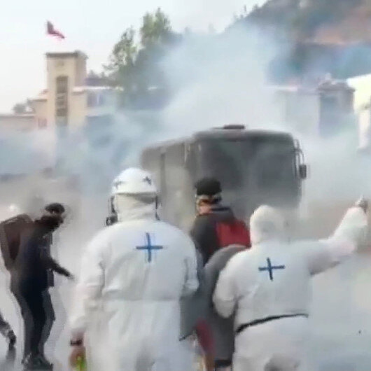 Şili'de tutuklu göstericiler için yapılan protestoya polisten sert müdahale