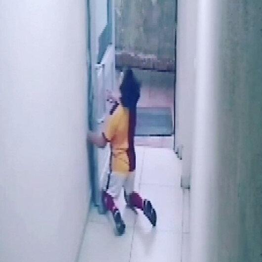 Soyunma odasında kalp krizi geçiren 13 yaşındaki Emirhanın fenalaştığı anlar kamerada