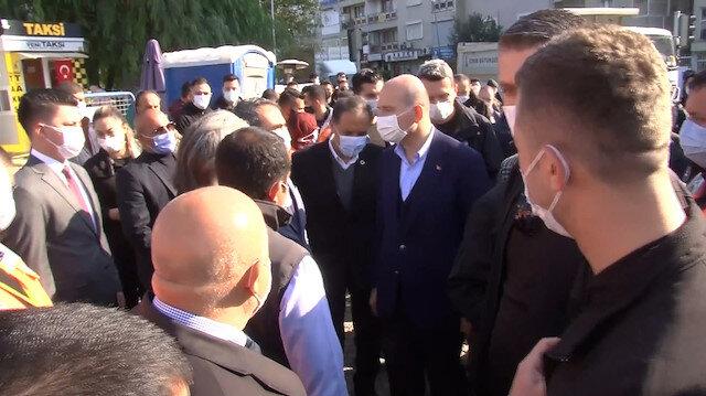 Bakan Soylu, karantina süreci biter bitmez İzmir'deki depremzedeleri ziyaret etti