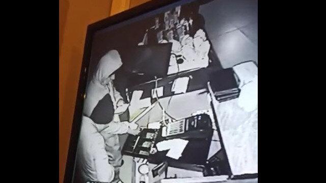 İzmir'de iş yerinden hırsızlık anları anbean güvenlik kamerasında