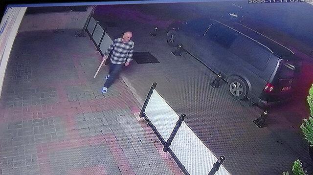 Dükkanına giren hırsızları sopayla kovaladı: Artık canımızdan bezdirdiler