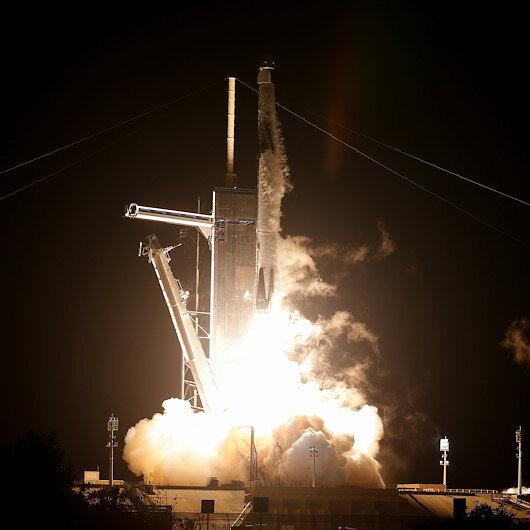 NASA, 4 astronotu taşıyan SpaceXe ait uzay aracını fırlattı