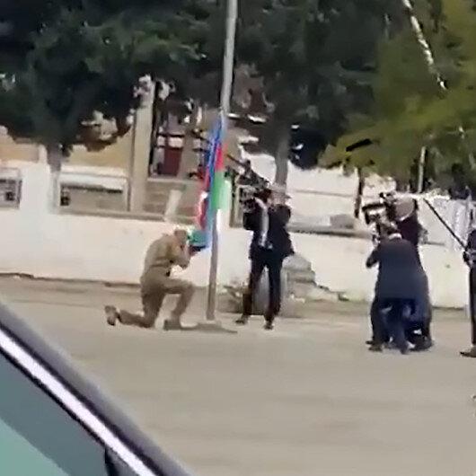 İlham Aliyev işgalden kurtarılan bölgede Azerbaycan bayrağını öperek göndere çekti