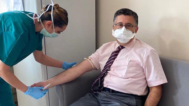 Uğur Şahin ve Özlem Türeci'nin bulduğu aşının ikinci dozu ünlü profesör Necmettin Ünal'a yapıldı