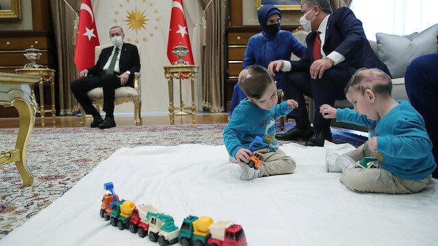 Cumhurbaşkanı Erdoğan'a sürpriz ziyaret: İngiltere'de ayrılan Antalyalı siyam ikizlerini kabul etti