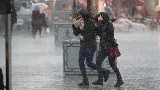 Meteoroloji yetkilileri hava durumu raporunu yayınladı: İstanbul'da sıcaklıklar 10 derece düşecek, kış kapıda